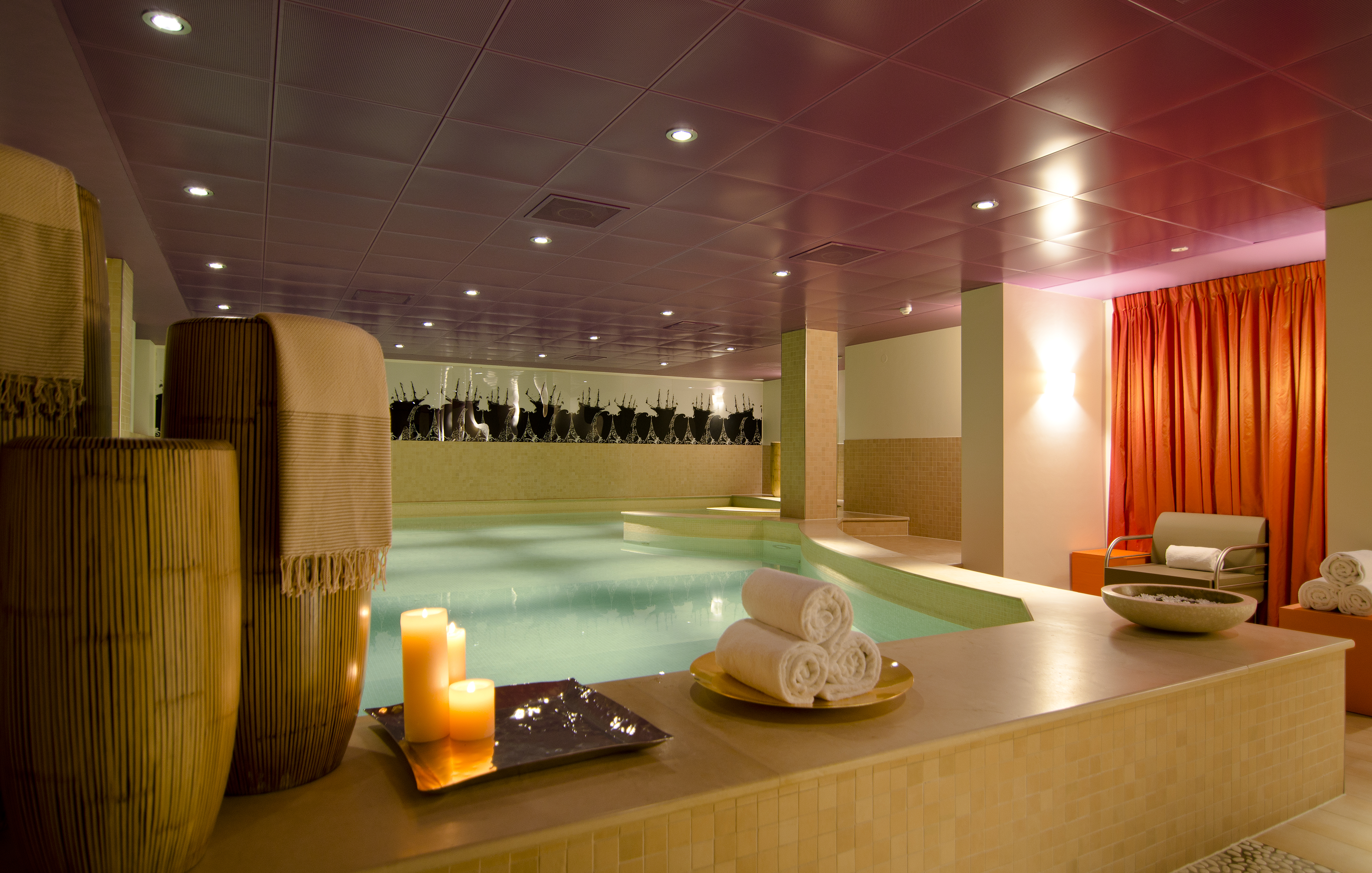 23b. So SPA - heated indoor swimming pool with jetstream and jacuzzi